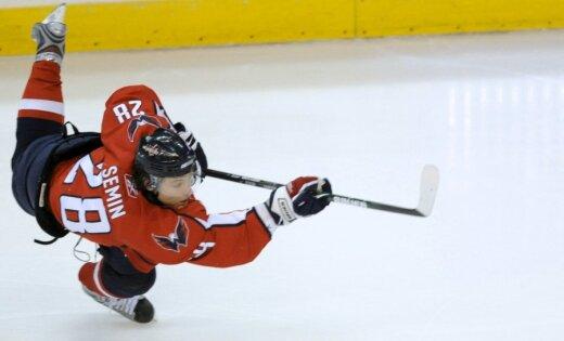 Krievijas hokejists Sjomins pārceļas uz 'Hurricanes' vienību
