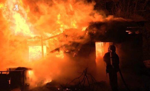 Женщину судят за поджог собственного дома и попытку подкупа свидетелей