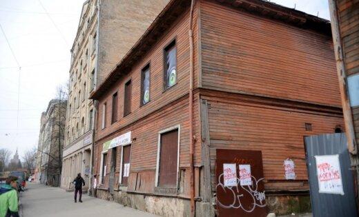 Foto: Pasaulslavens huligāns sarīko mākslas izstādi Maskačkā