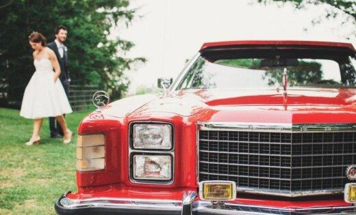 Padižojies ar savu krāšņo kāzu auto 'Delfi Aculieciniekam'!