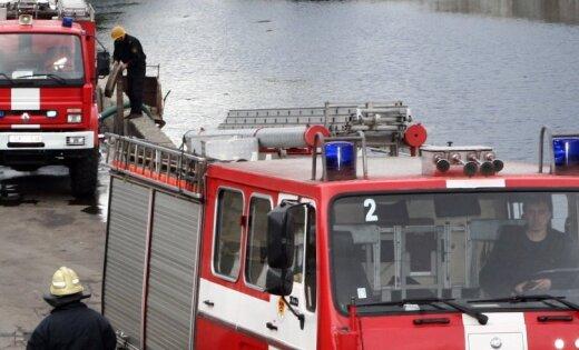 Ugunsdzēsēji ceturtdien izglābuši ezerā iepūstus laiviniekus