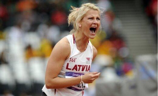 Fotoreportāža: Latvijas šķēpmetējām mainīgas sekmes olimpiskajā kvalifikācijā