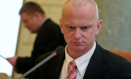 Pēc domstarpībām par ebreju īpašumu jautājumu atkāpjas tieslietu ministrs
