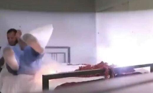 Video: Iemidzis puisis tiek nežēlīgi izjokots ar petardēm