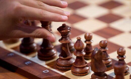 Скандал на Кубке мира: шахматисту не разрешили сыграть в шортах, и он уехал
