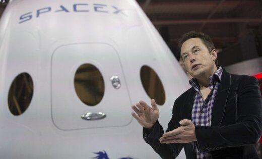 Maska 'SpaceX' paziņojusi par jaunu plānu nosūtīt tūristu ceļojumā ap Mēnesi