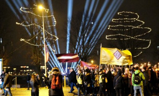 ВРиге несколько тыс. человек приняли участие вфакельном шествии