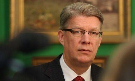 Partiju programmu nepieejamības dēļ Zatlers nav izlēmis par ko balsot