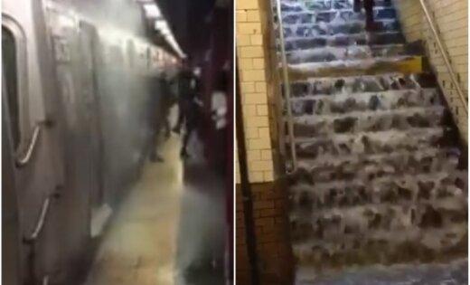Video: Spēcīgās lietusgāzes Ņujorkā appludina metro stacijas