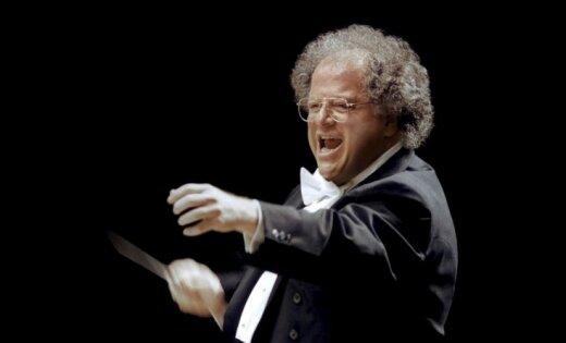 Ņujorkas Metropoles opera atlaiž par seksuālu izmantošanu vainoto diriģentu Džeimsu Levinu