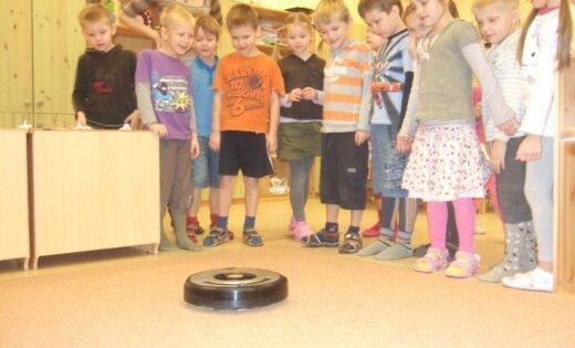 Конкурс роботов-добровольцев iRobot: Посоветуй, к кому может отправиться робот-доброволец iRobot