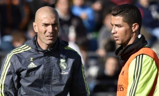 Zidāns negaidīti atkāpies no Madrides 'Real' galvenā trenera amata