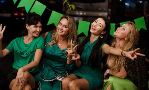 Foto: Rīgas gardēži lustējas izsmalcinātā 'zaļajā ballītē'