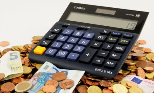Nodokļu parādnieku sarakstā lielā skaitā parādījušies tiesu izpildītāji, notāri, administratori un advokāti, vēsta laikraksts