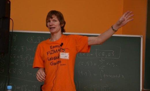 Populārākais fizikas pasniedzējs Latvijā: Valdis Zuters izmainījis skolēnu dzīvi