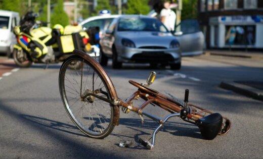 На дороге сбита велосипедистка, водитель скрылся с места аварии