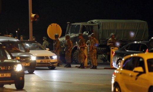 Участники военного перелома  вТурции захватили взаложники начальника Генштаба