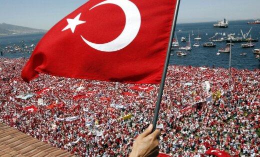 Еврокомиссар разъяснил, почему Турция неполучит безвизовый режим вследующем году