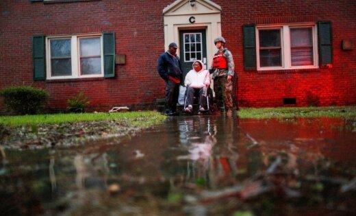Brīdina par postošu plūdu draudiem viesuļvētras 'Florensa' dēļ