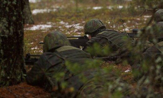 """Неравный """"бой"""": двести клещей напали на одного литовского призывника"""