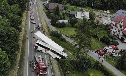 ВПольше ученический автобус столкнулся сфурой: пострадало 48 человек