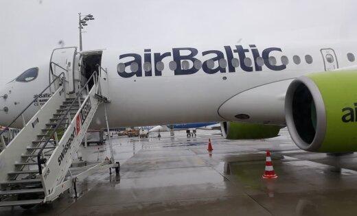 Foto: Lidmašīnas datora kļūmes dēļ aptur 'airBaltic' reisu no Minhenes uz Rīgu