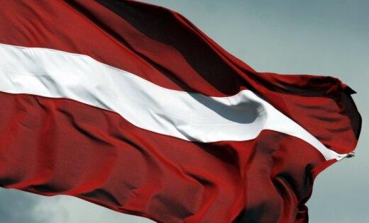 Par godu olimpiešiem pie Rīgas pašvaldības ēkām pirmdien plīvos karogi