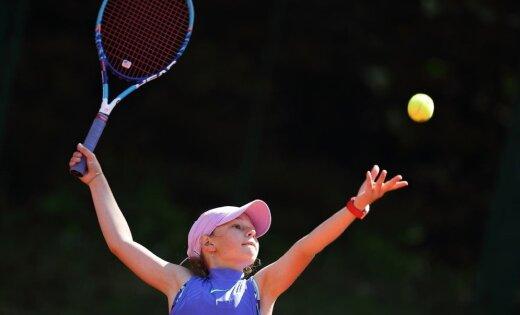 Foto: Jaunie tenisisti sacenšas 'Riga Open' jubilejas turnīrā