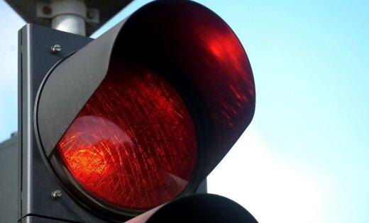 Daugavpilī auto notriec vīrieti