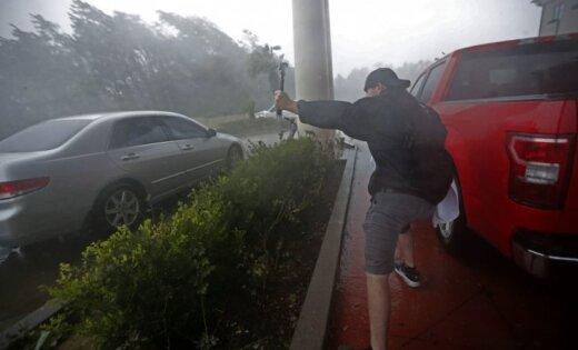 Postošā viesuļvētra 'Maikls' sasniegusi Floridas piekrasti; izsludināts ārkārtas stāvoklis