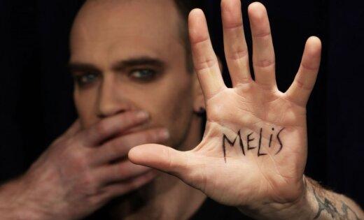 Krilovs un Zvīgulis veido jaunu monoizrādi 'Melot(?)!'