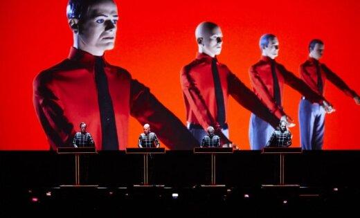 Rīgā ar 3D šovu uzstāsies elektroniskās mūzikas pionieri 'Kraftwerk'