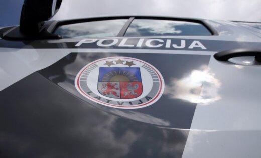 Policija Rīgā aiztur varbūtējo autozagļu grupējumu