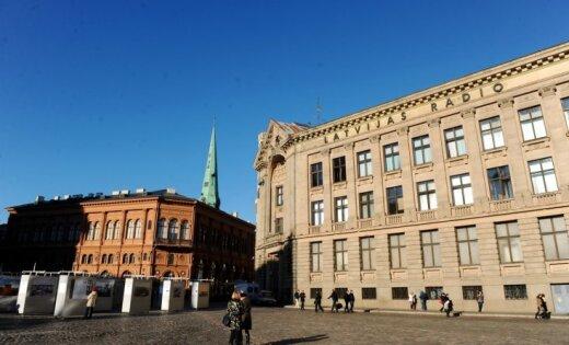 """НСЭСМИ: Латвийское радио начисляет своим работникам денежные """"бонусы"""" в размере до 1800 евро"""