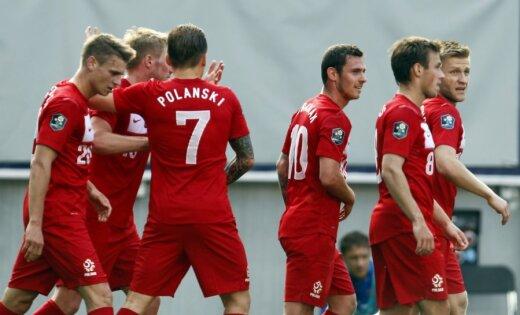 Polijas futbola izlasē dalībai EURO 2012 iekļauti tikai trīs uzbrucēji