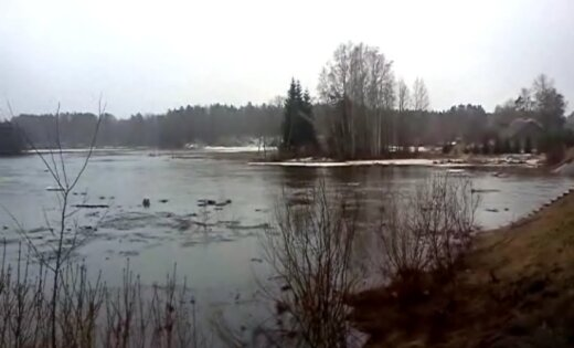 В реках резко поднимается уровень воды, есть угроза затопления обширных территорий