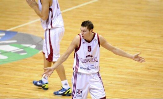 Latvijas vīriešu basketbola izlase pēdējā šīs vasaras pārbaudes spēlē zaudē arī Melnkalnei