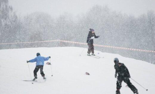 Tukuma apkaimes slēpošanas kalni sāk slēpošanas sezonu