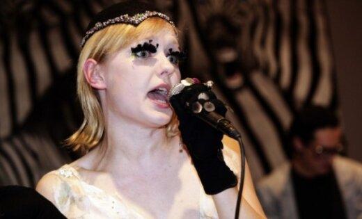 dziedātāja Agnese Rakovska, veikala Paviljons atklāšana