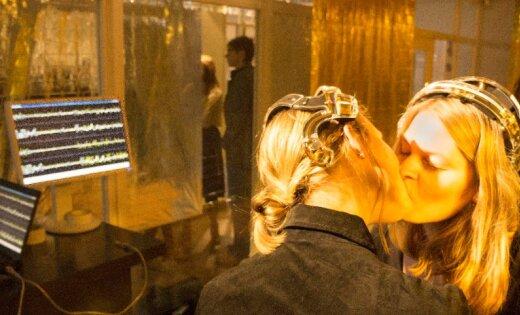 RIXC Mākslas un zinātnes festivālu atklās ar skūpsta digitalizēšanu