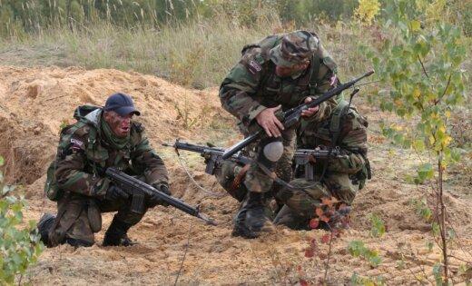 Латвия резко увеличит число солдат и земессаргов