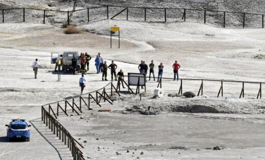 В Италии пара с ребенком провалилась в кратер вулкана и погибла