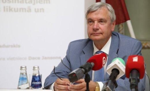 Izglītības reforma skolās: Komisijas deputātiem trūcis izpratnes par grozījumiem, sūrojas Šadurskis