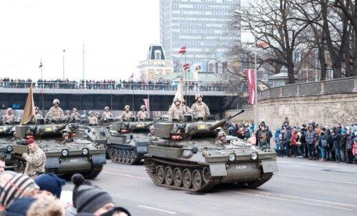 ВИДЕО, ФОТО: В Риге прошел праздничный военный парад