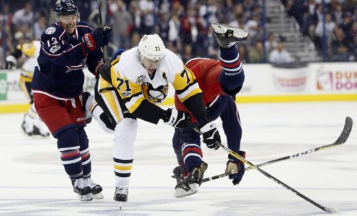 Pittsburgh Penguins Evgeni Malkin vs Columbus Blue Jackets Cam Atkinson and Seth Jones
