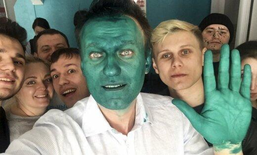 Навального облили зеленкой в столице