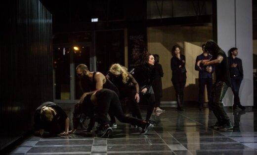 Kas notika ar horeogrāfiju uzvedumā 'Gaismas raksti'?