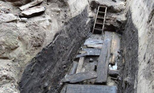 Arheologi Ventspilī atseguši apmēram 400 gadus senu kultūrslāni