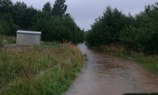 Lietavu rezultātā Rudzātu pagastā izskalots pašvaldības autoceļa Rudzāti - Lūzenieki - Brīsla posms