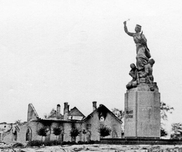 Atskats vēsturē: Latvijas romu traģēdija, Rēzeknes nopostīšana un lietuviešu varoņi Kurzemē